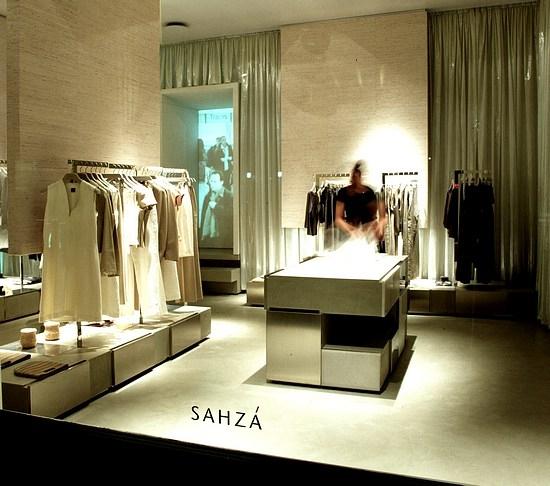 92965dedf551 SAHZA Nuovo concept per una catena di negozi di abbigliamento  femminile.Varese – Italia   UdA